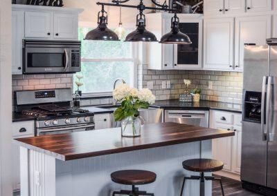 Tennessee Farmhouse Kitchen - Island